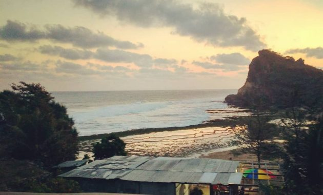 Kawasan Wisata Pantai Ngobaran Di Gunungkidul