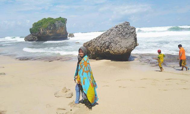 Spot Foto Pantai Ngrawe Gunungkidul Jogja