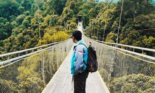 Suasana Situ Gunung Suspension Bridge Sukabumi
