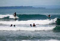 Surfing Pantai Labuhan Jukung Lampung