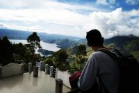 Fasilitas Menara Pandang Tele Samosir