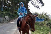 Menunggang Kuda Bukit Gundaling Berastagi