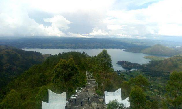 Spot Foto Menara Pandang Tele Samosir