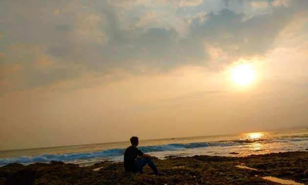 Sunset Pantai Rancabuaya Garut