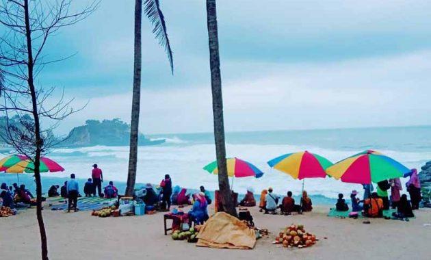 Fasilitas Pantai Klayar Pacitan