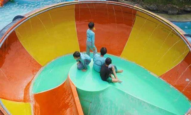 Wahana Ryzzy Azzahra Waterpark Sukabumi